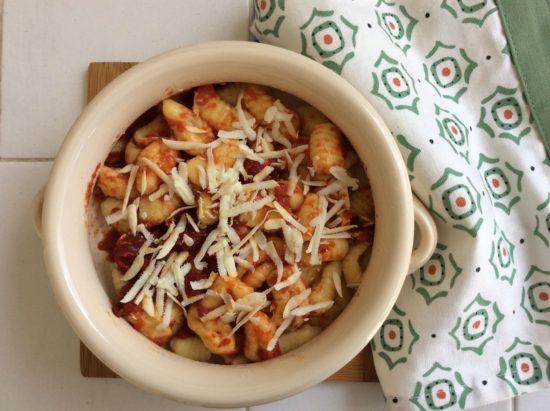gnocchi di patate con salsa ai peperoni e ricotta affumicata